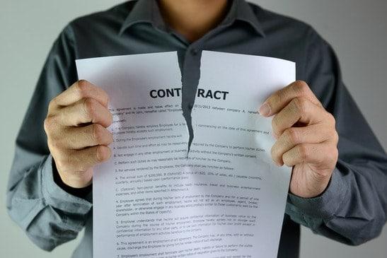 Ang negosyante sa Forex naggisi sa kontrata sa PAMM / MAM